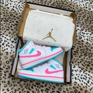 "Air Jordan 1 Mid ""Digital Pink"" size 7.5"